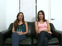русские девушки лижут порно видео